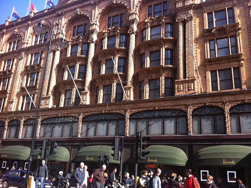 Sehenswürdigkeiten in London: Harrods Einkaufscenter; London Städtereise;