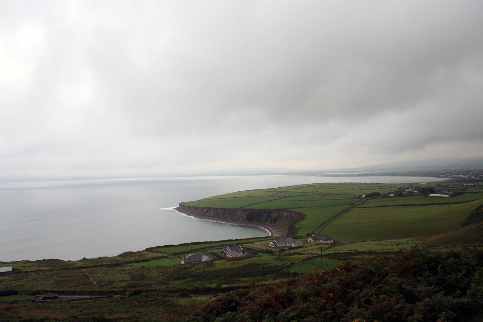 Klamotten-Packliste für kühle und regnerische Reiseziele; Reisetipps Irland Rundreise;
