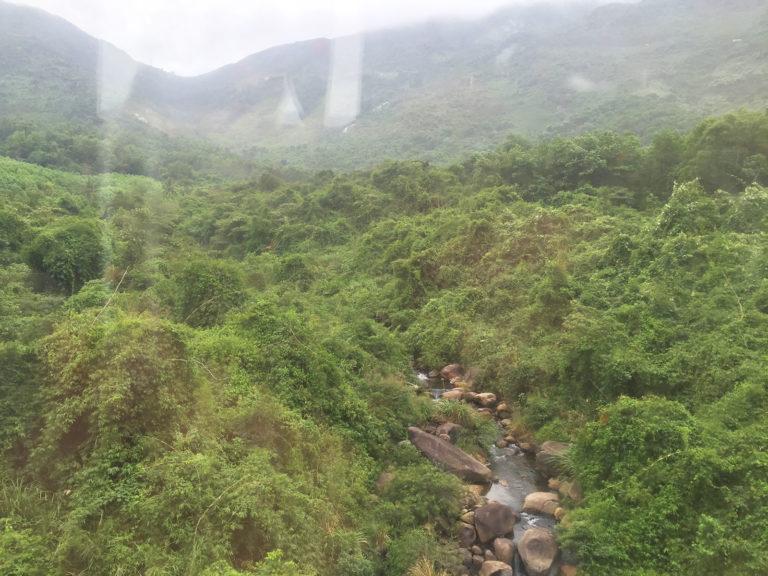 Mit dem Zug von Da Nang nach Hue