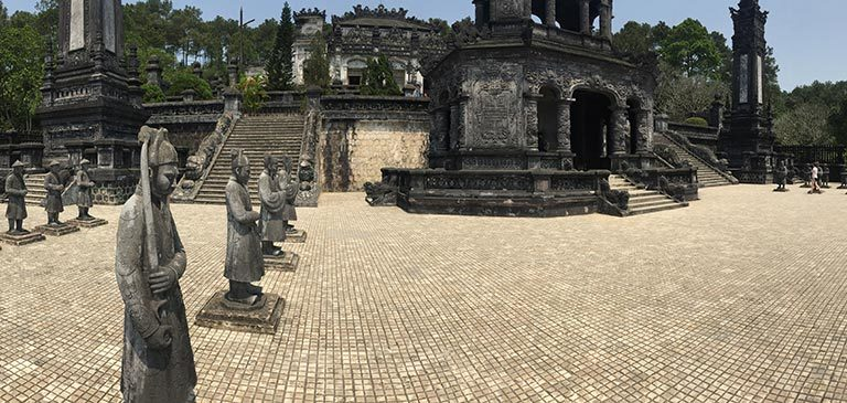 Sehenswürdigkeiten in Hue; Grabstätte von Khai Dinh; Hue, Vietnam Reisetipps