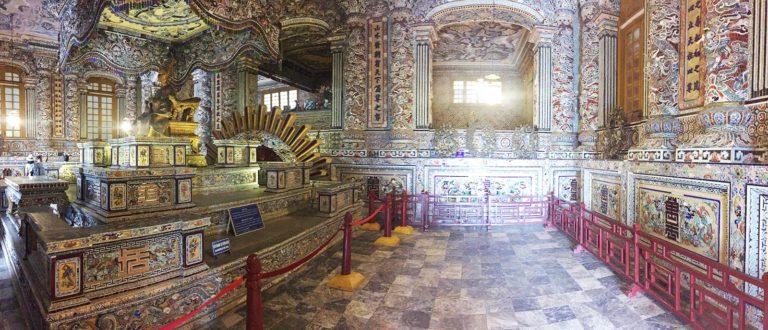 Grabstätte von Khai Dinh; Hue, Vietnam Reisetipps