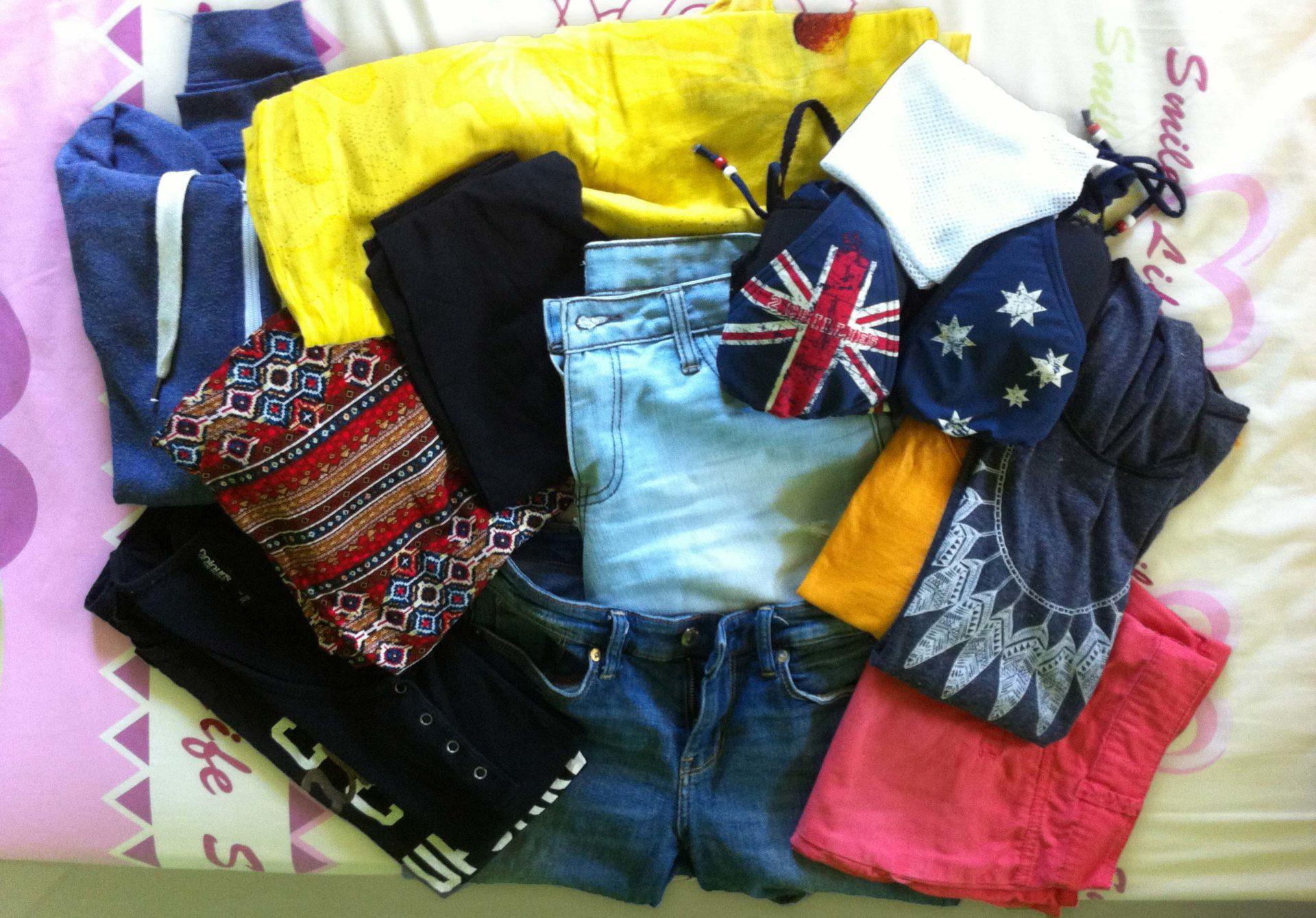 Packliste Strandurlaub: Klamotten und Schuhe