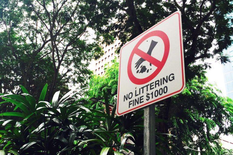 Singapur Verbotsschild, Dinge über Singapur, Reisetipps für Singapur;