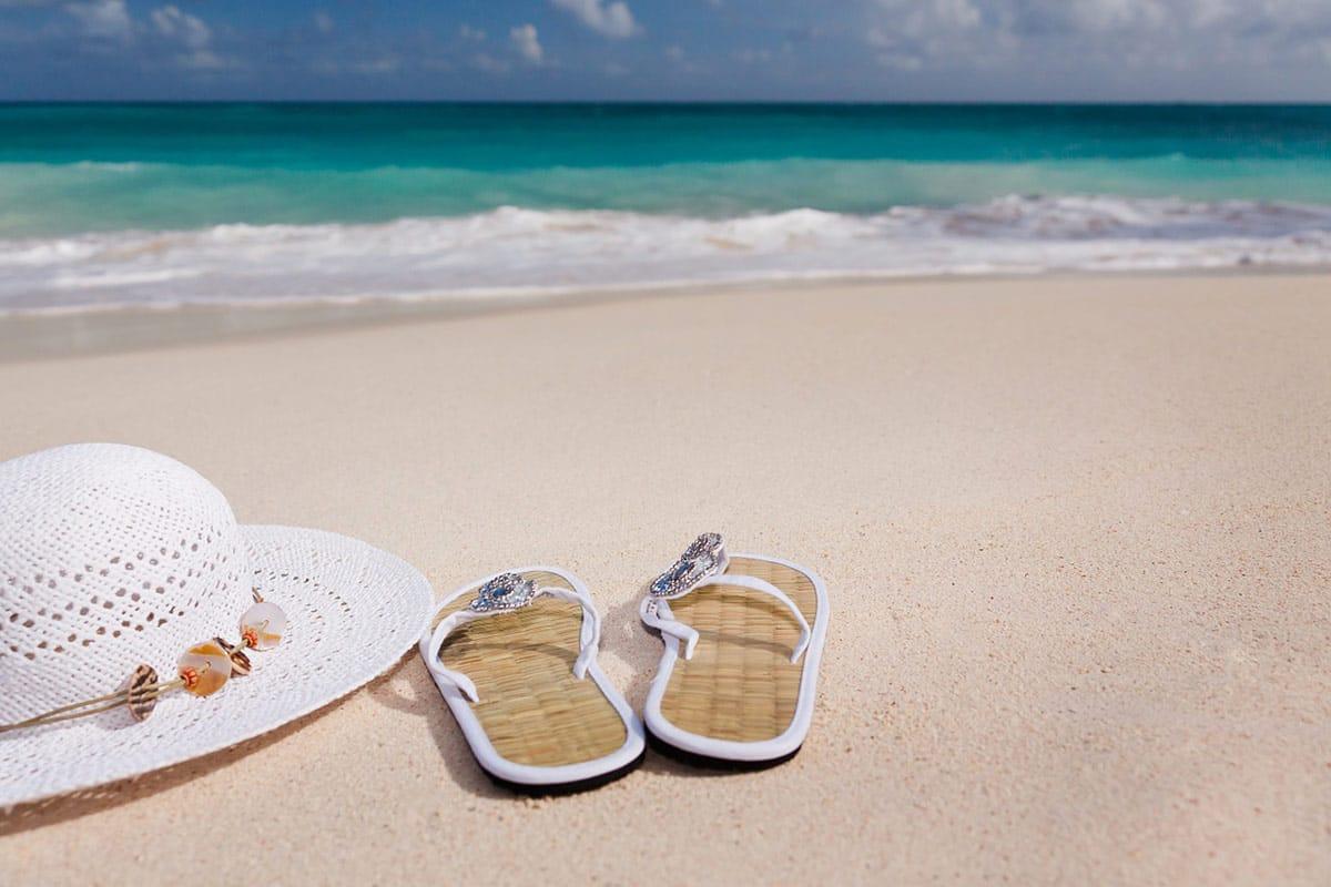 Schuhe auf Reisen: Die richtigen Schuhe für deine Urlaubsaktivitäten.