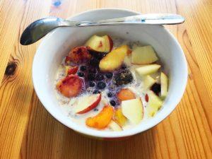 Backpacker Rezepte: Frühstücksbrei mit Früchten