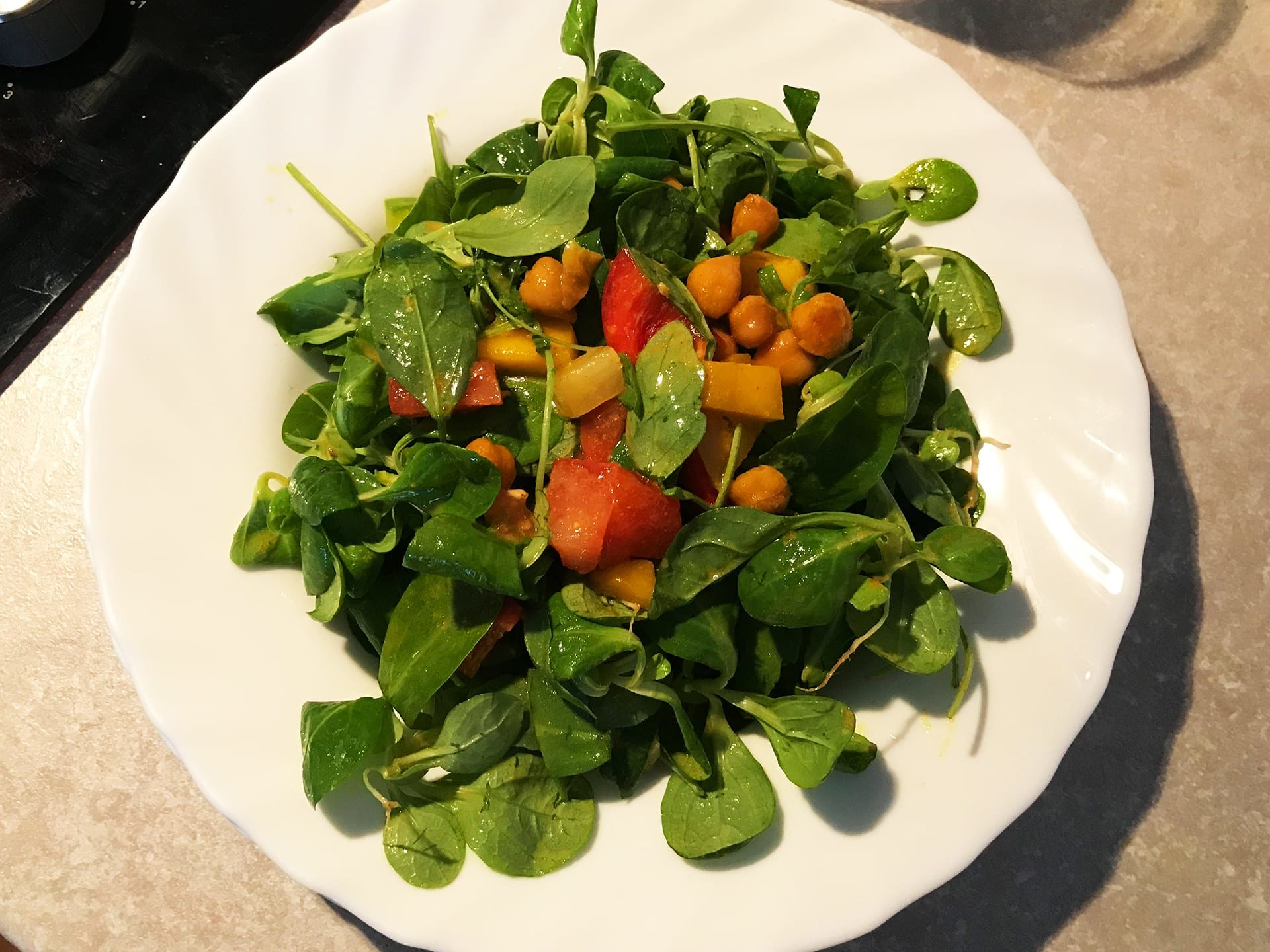 Gesunde Backpacker Rezepte: Schneller Salatteller